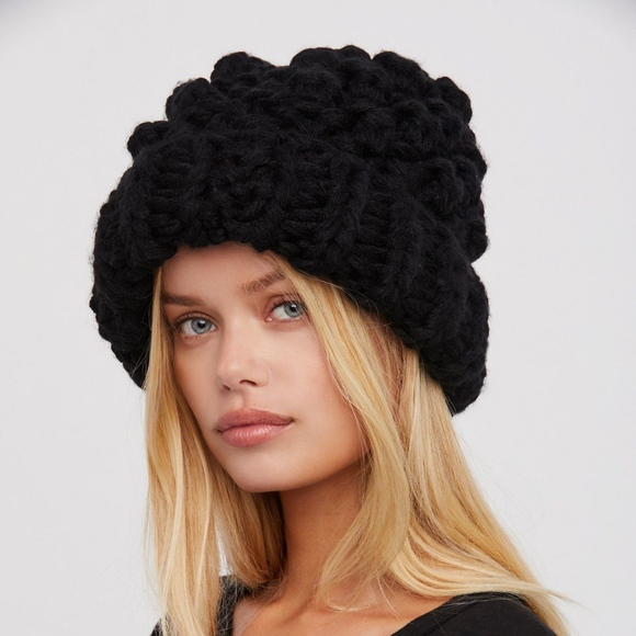 2948bf1989f52 Free People Accessories - Free People Chunky bobble knit beanie
